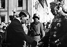 220px-Bundesarchiv_Bild_183-S38324,_Tag_von_Potsdam,_Adolf_Hitler,_Paul_v._Hindenburg