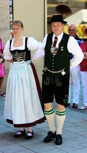 Stadtgruendungsfest_munich_2013_Paar_in_Tracht_beim_TAnz