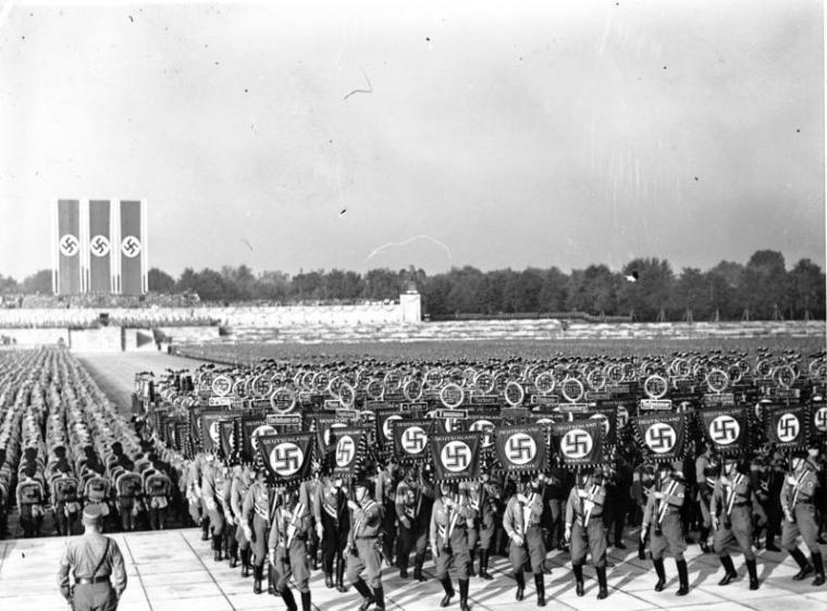 Bundesarchiv_Bild_183-H12148,_Nürnberg,_Reichsparteitag.jpg
